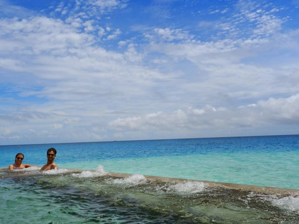 Piscina do SPA Velassaru Maldives