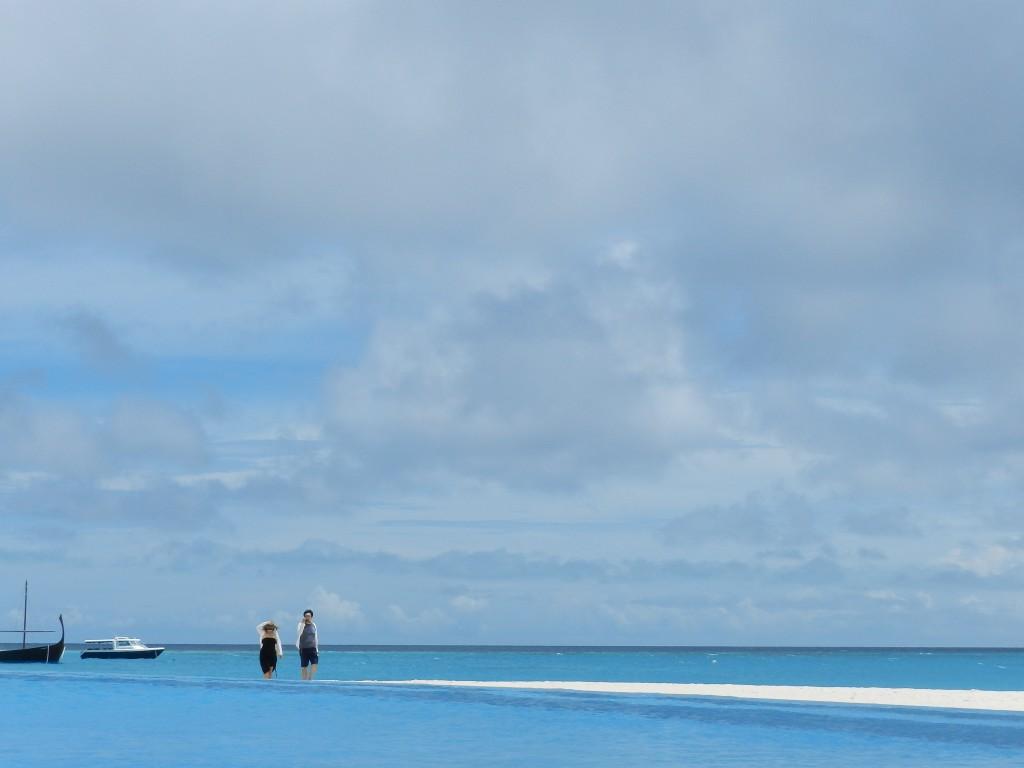 piscina pool velassaru resort hotel - dicas de viagem lua de mel nas ilhas maldivas