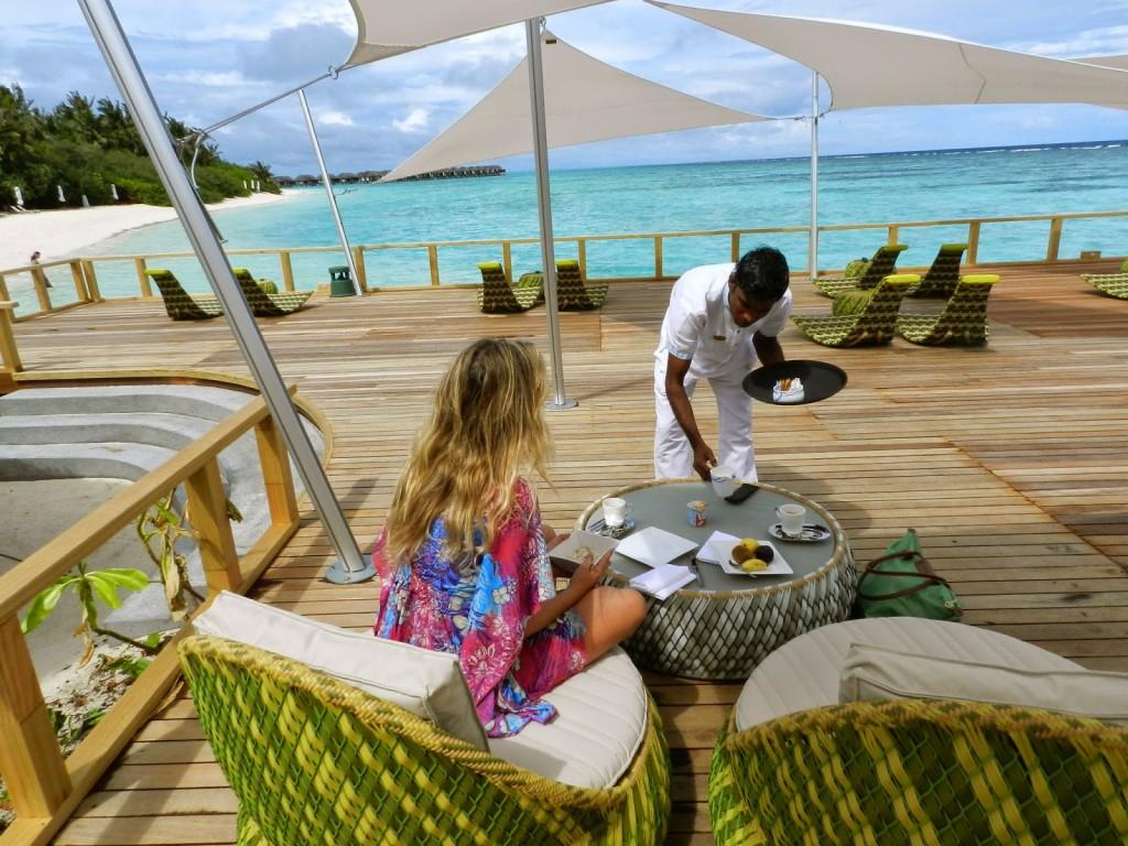 chill bar velassaru resort maldives