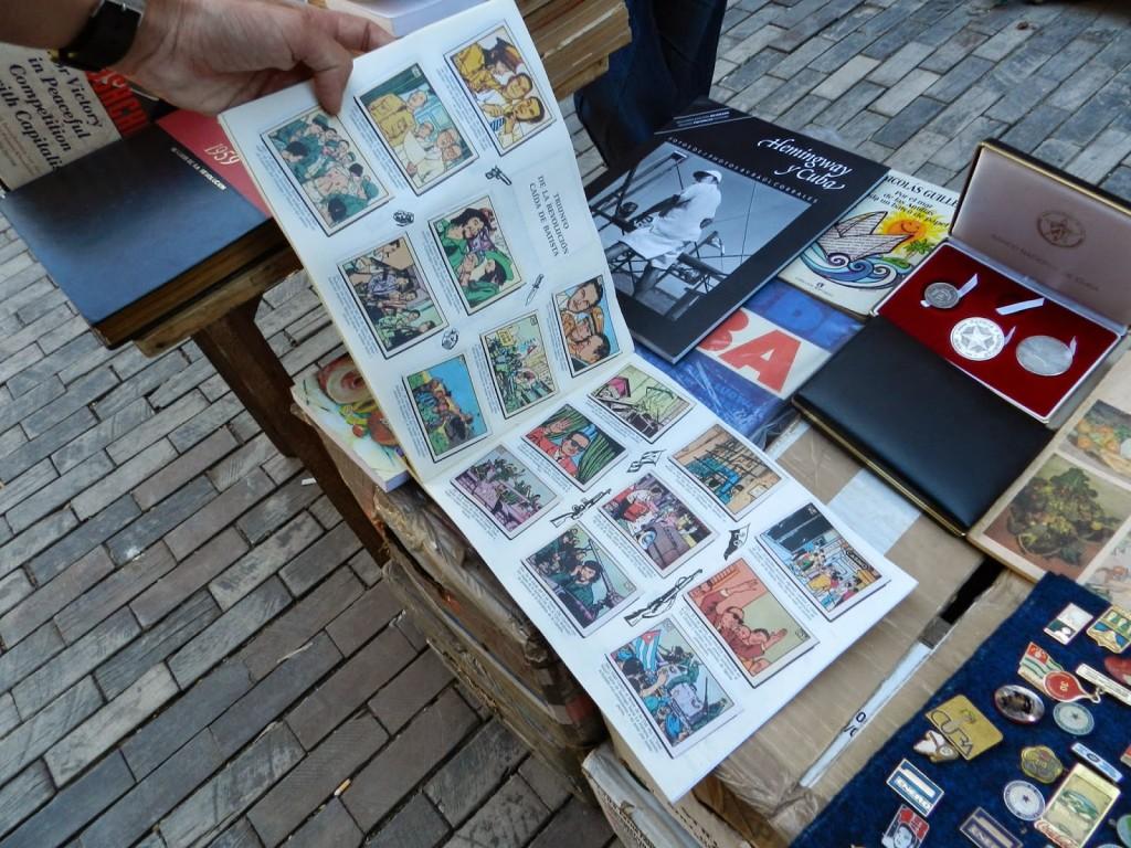 Álbum de figurinhas da Revolução na feira de livros na Plaza de Armas
