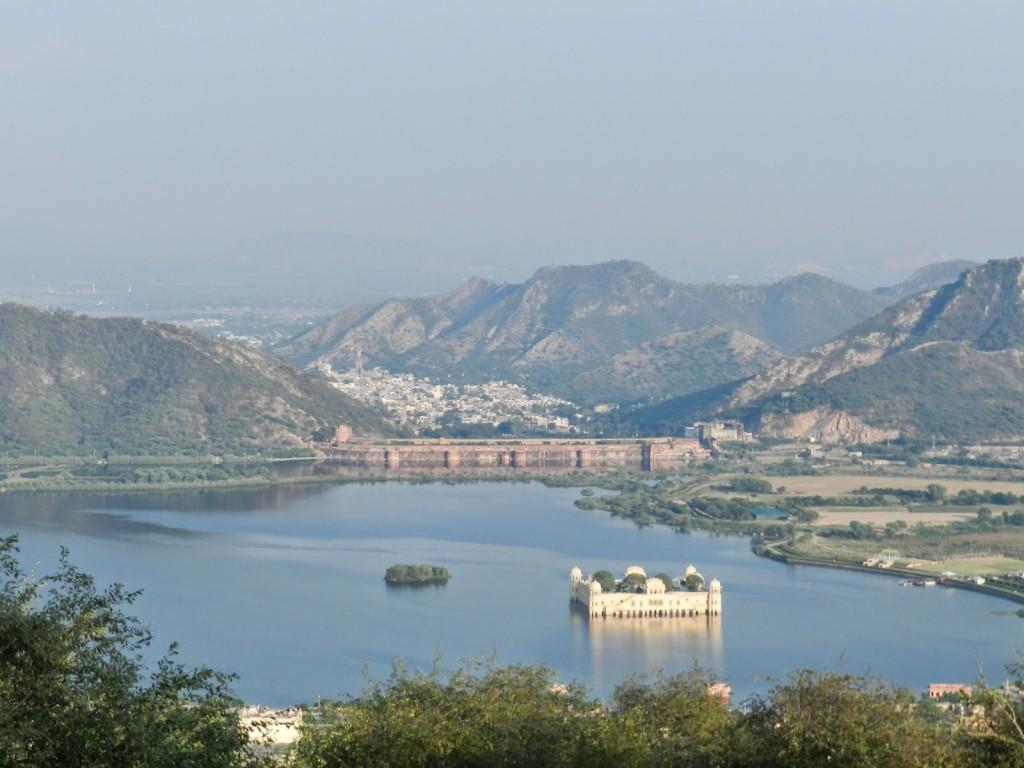 Visto do alto: Lago Man Sagar e o palácio Jal Mahal