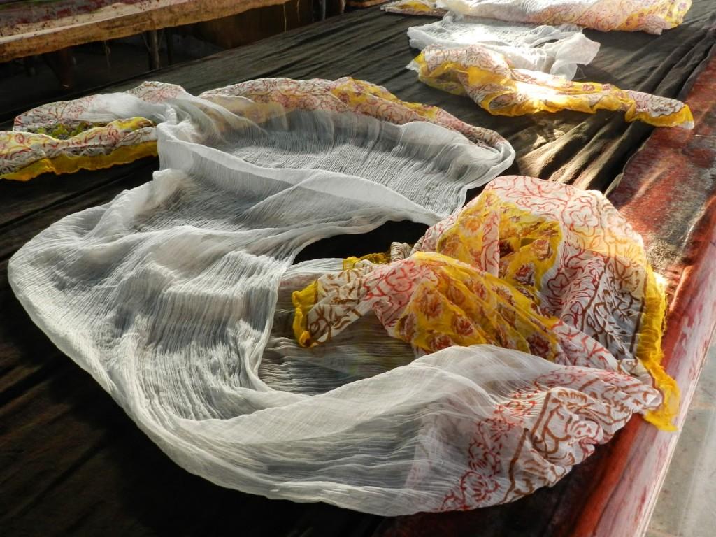 Lenços produzidos na Gandhi Textile Factory Store