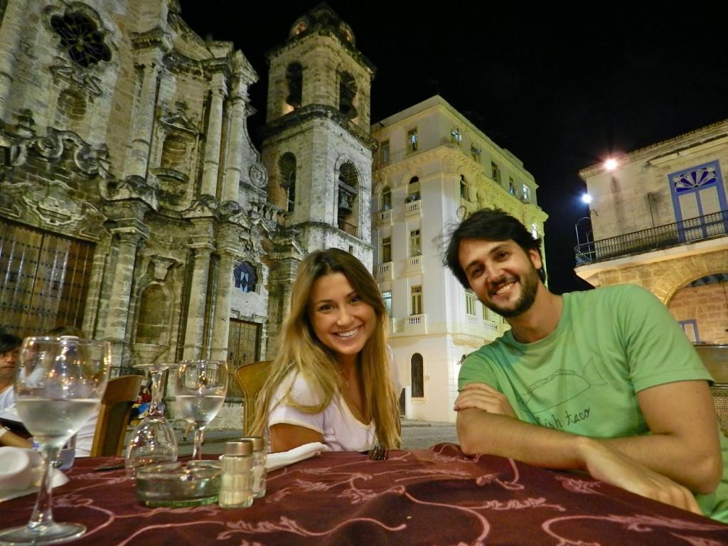 Restaurante El Patio com a Catedral de San Cristóbal ao fundo