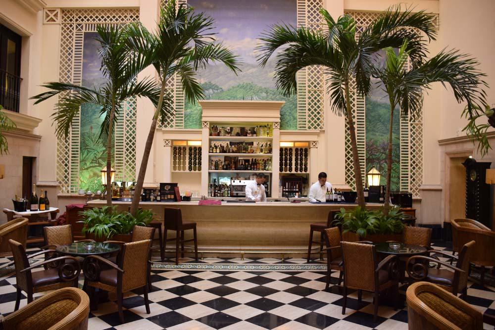 Lobby/bar do Hotel Saratoga em Havana - Cuba
