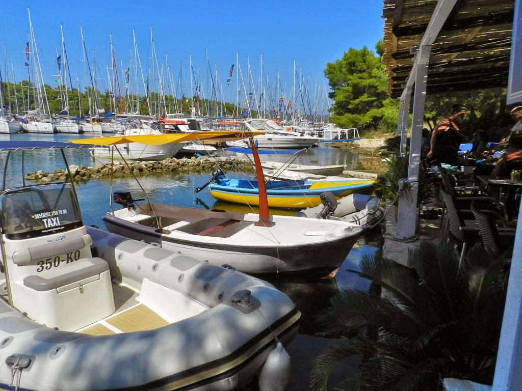 Aluguel barco Hvar Croacia Palmizana