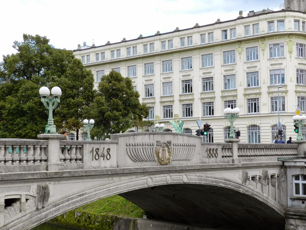 01 ponte Dragon Bridge dragões verdes de cobre - Rio Ljubljanica - o que fazer em ljubljana eslovenia - dicas de viagem