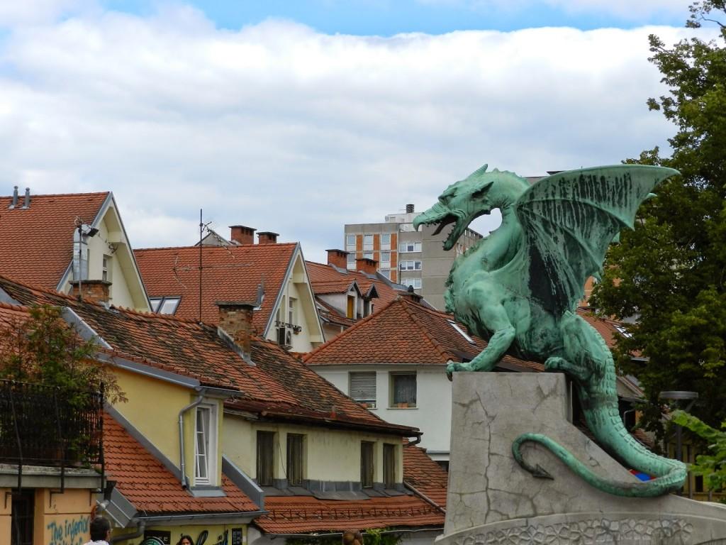 02 ponte Dragon Bridge dragões verdes de cobre - Rio Ljubljanica - o que fazer em ljubljana eslovenia - dicas de viagem