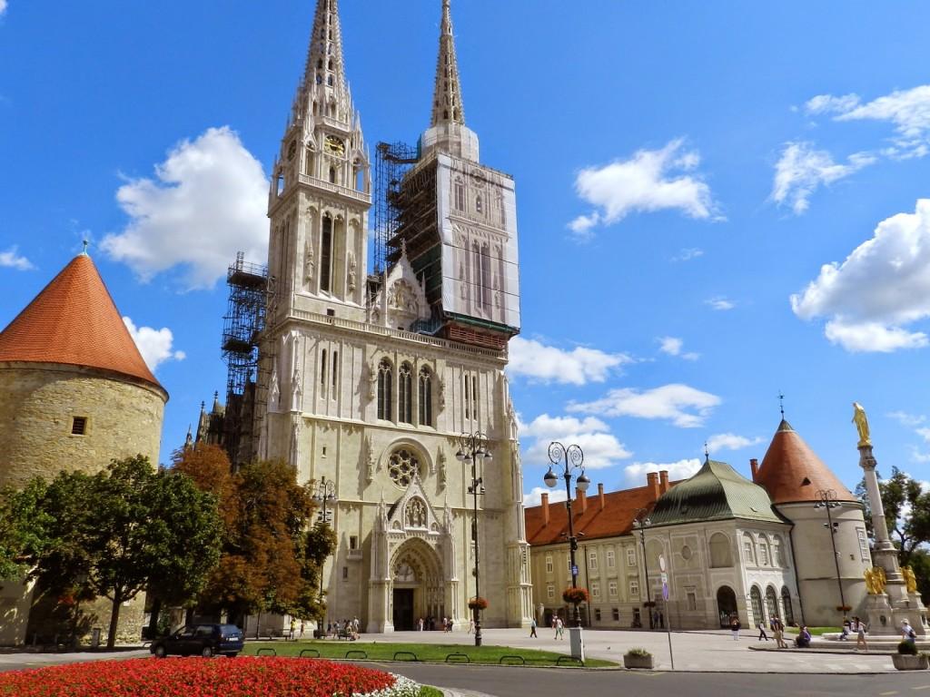 06 kaptol Catedral da Assunção da Sagrada Virgem Maria cidade baixa ferradura verde - zagreb croacia dicas