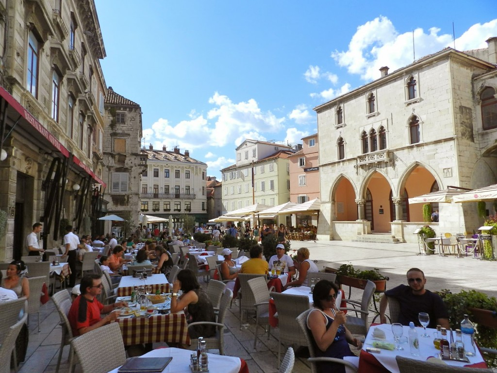 Restaurantes na Praça do Povo de Split
