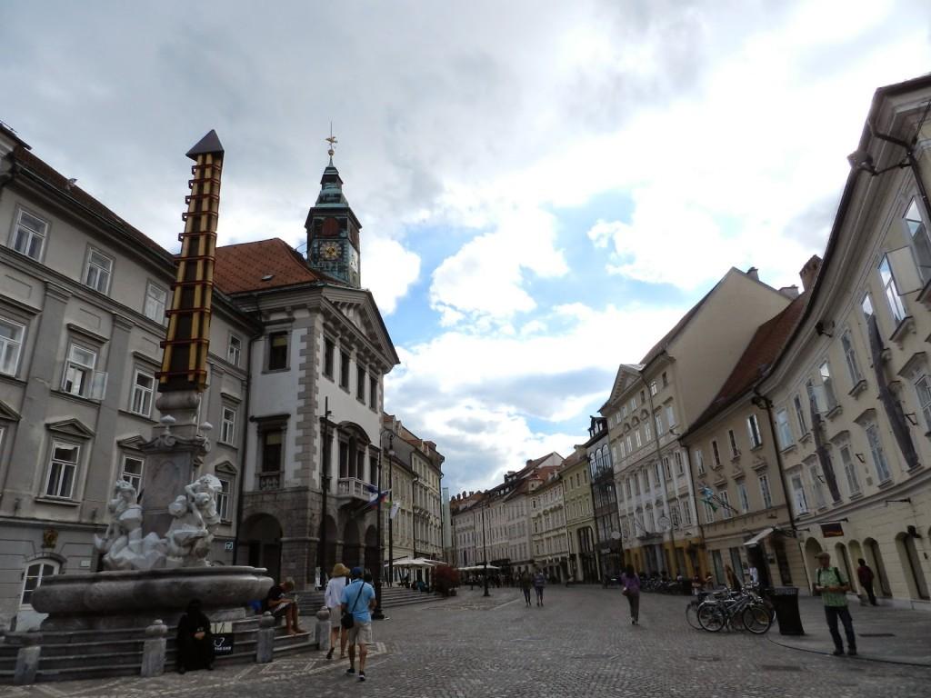 09 restaurantes ljubljana eslovenia - STARI TRG street rua - dicas de viagem