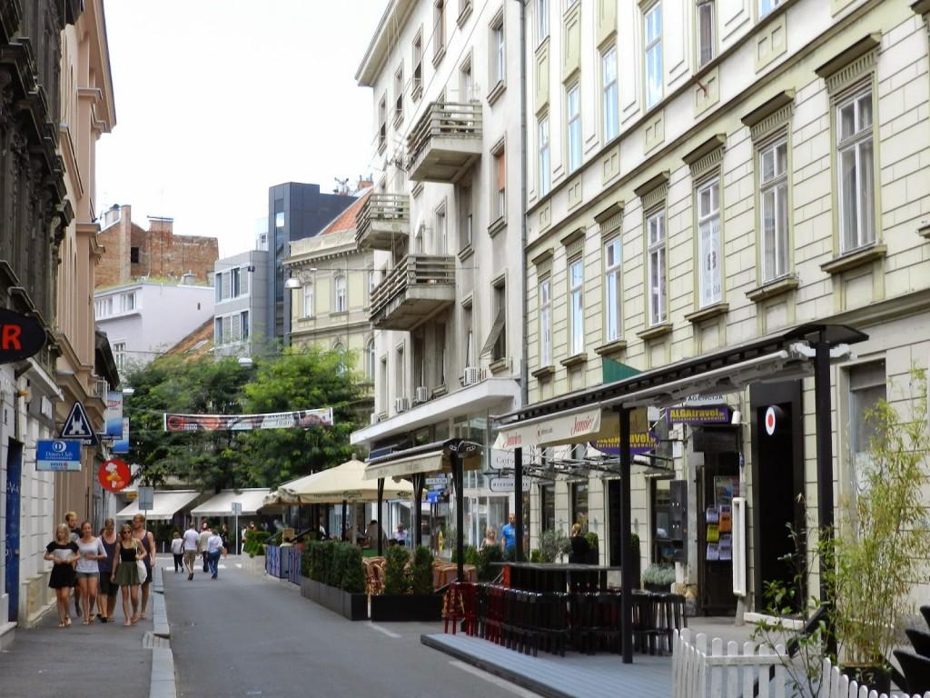 Ulica Nikole Tesla, cheia de restaurantes legais