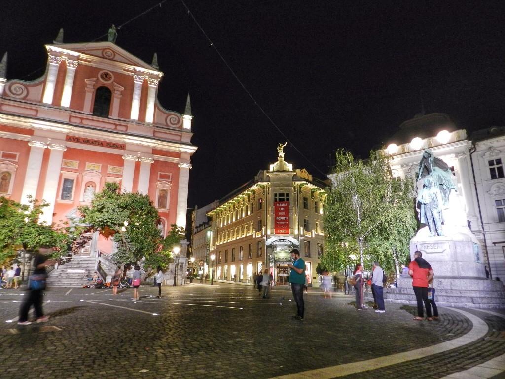10 Preseren Square - o que fazer em ljubljana eslovenia - dicas de viagem