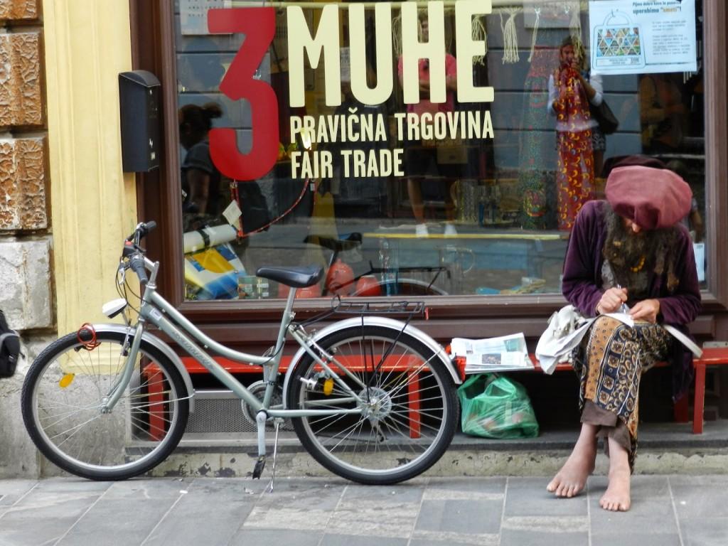 10 restaurantes ljubljana eslovenia - STARI TRG street rua - dicas de viagem