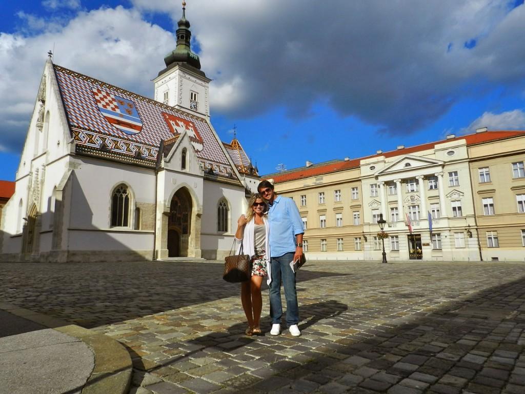 Igreja de São Marcos e o Edifício do Parlamento à esquerda