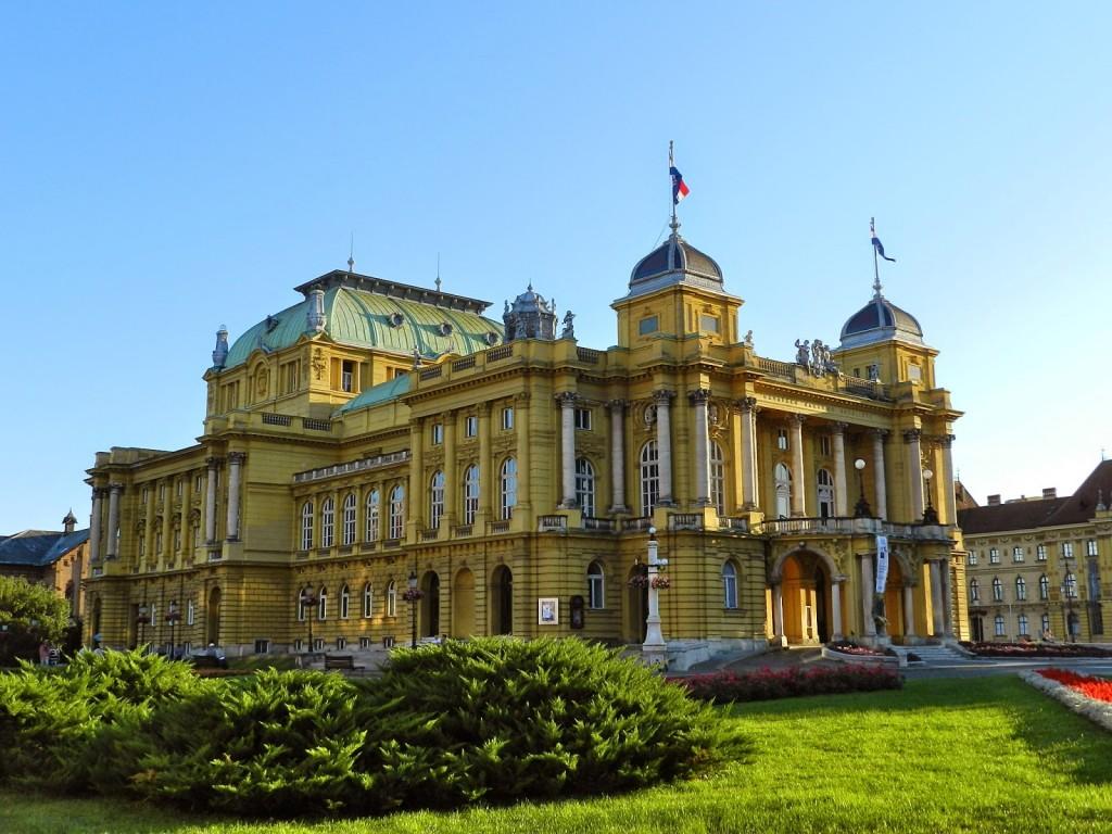 Teatro Nacional Croata | Concluído em 1895, uma mistura de Neobarroco e Rococó.