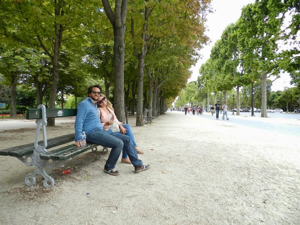 Champs Elysées ainda na parte mais arborizada (antes de começar a parte das lojas)
