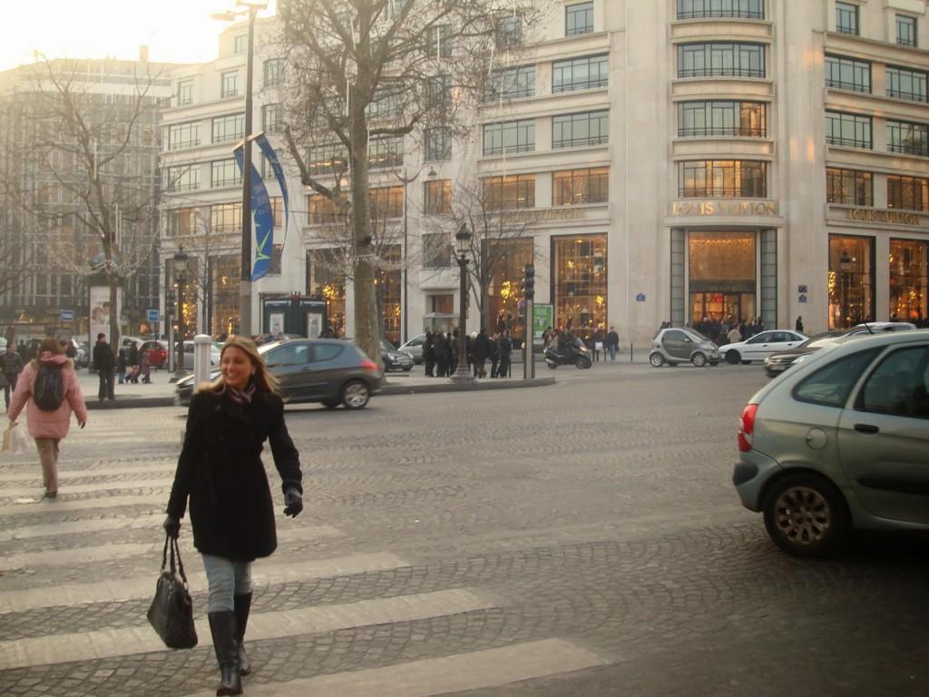 16 PASSEIO 01 avenue avenida champs elysees no inverno winter - dicas o que fazer em paris roteiros de viagem