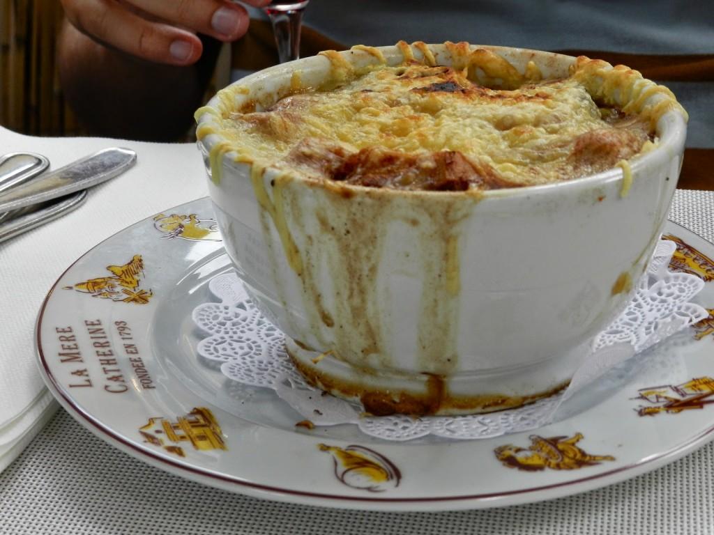 Sopa de cebola (soupe à l'oignon) do restaurante La Mére Catherine