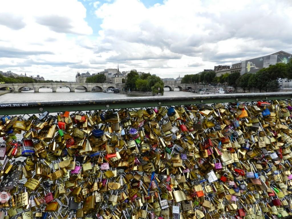 51 PASSEIO 04 Pontes de paris PONT DES ARTS cadeados do amor love locks - dicas o que fazer em paris roteiros de viagem