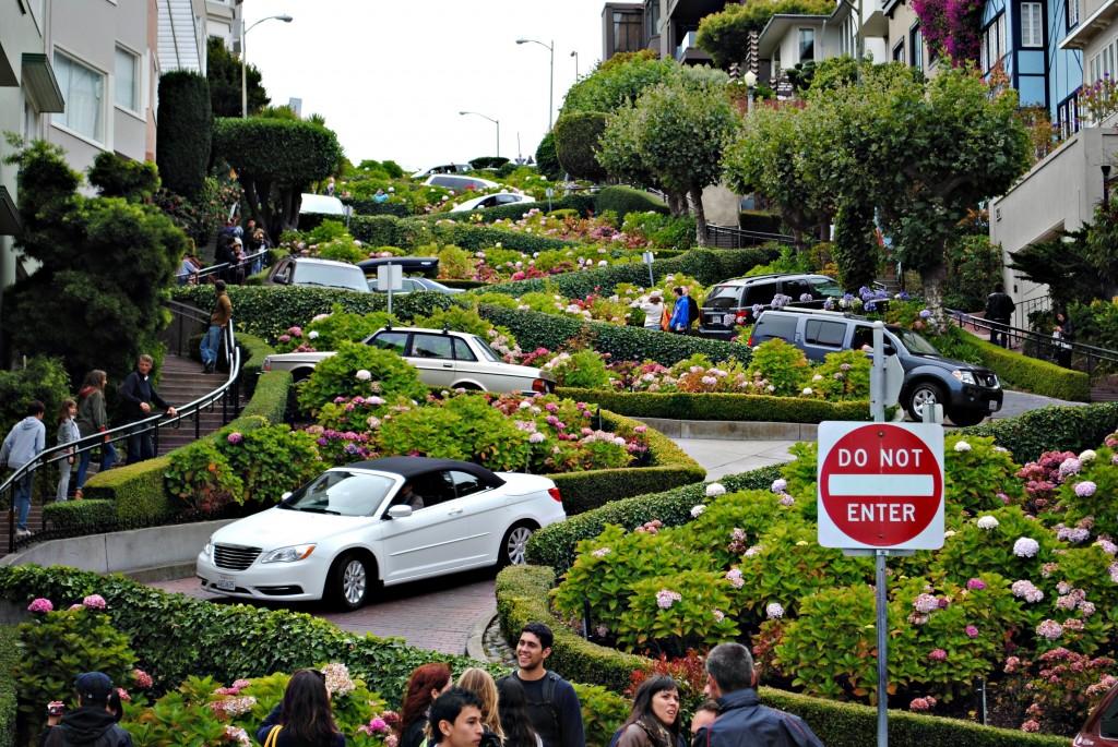 Lombard Street mais linda na primavera | foto: turistipercaso.it