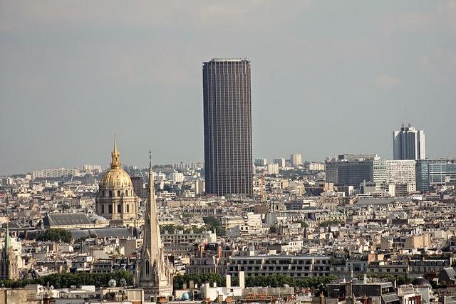 A Torre Montparnasse vista de fora - feia, né?! | foto: flickr.com