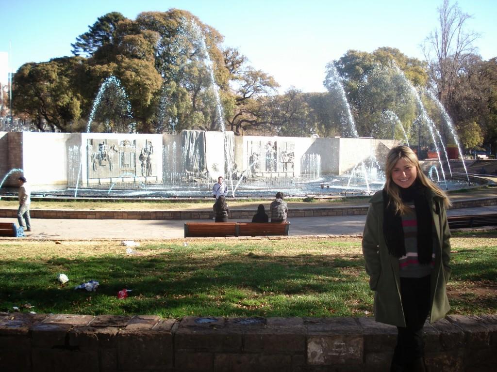 Fonte da Plaza Independencia, em Mendoza (jardim meio sujinho)