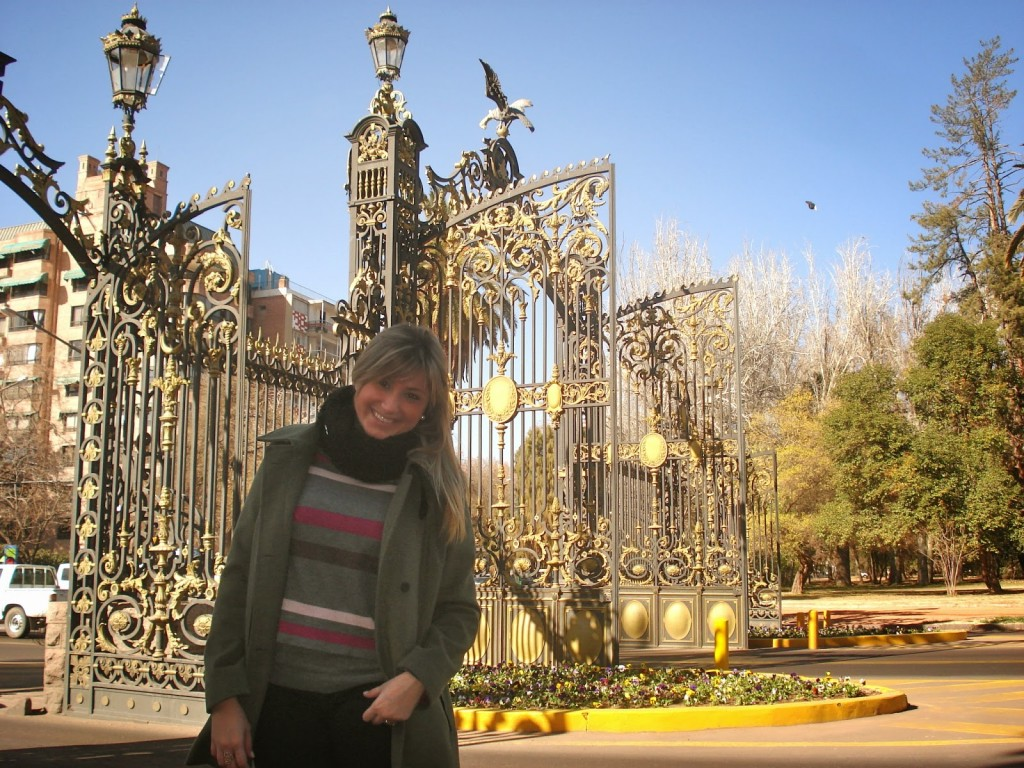 Lindos portões de ferro na entrada do Parque General San Martín - fala se não tem a maior cara de França?!