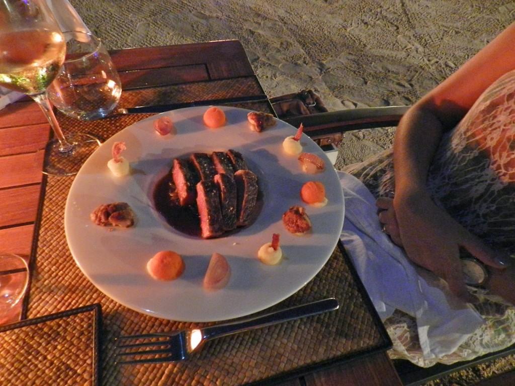 Meu prato: beef sirloin grelhado com purês de batata e cenoura e cebolas