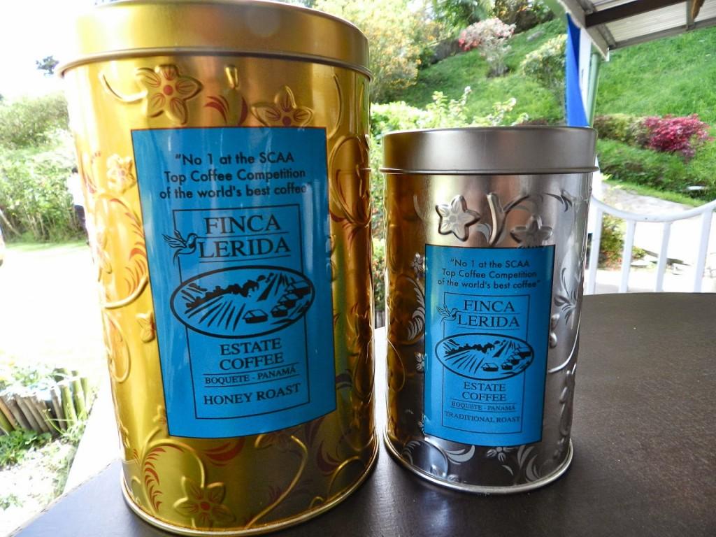 Lata dourada: café HONEY ROAST / Lata prateada: café tradicional