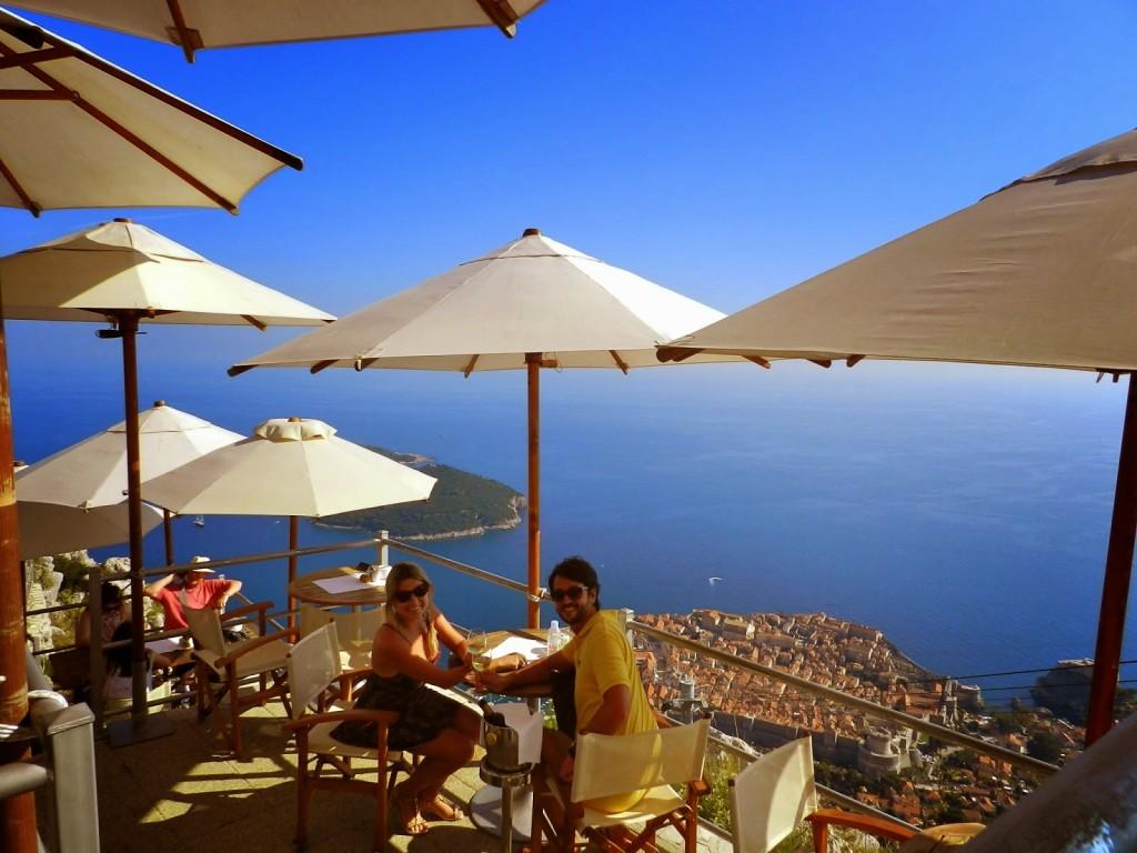 Restaurante Panorama no Cable Car (teleférico) com vista para a cidade murada, Dubrovnik, Croácia