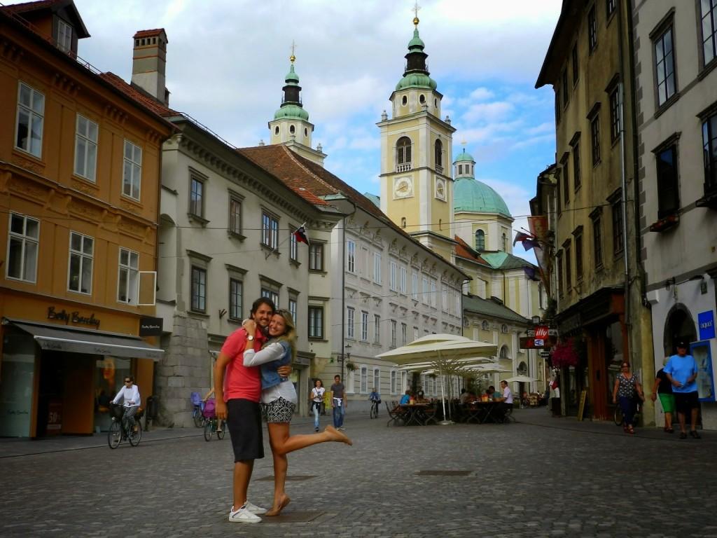 Romantiquinhos em Ljubljana :) Catedral Saint Nicholas no fundo