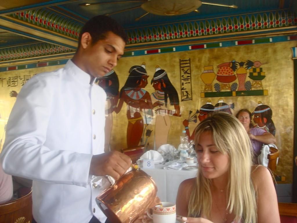 restaurante cruzeiro barco no rio nilo almoço egito cairo 03