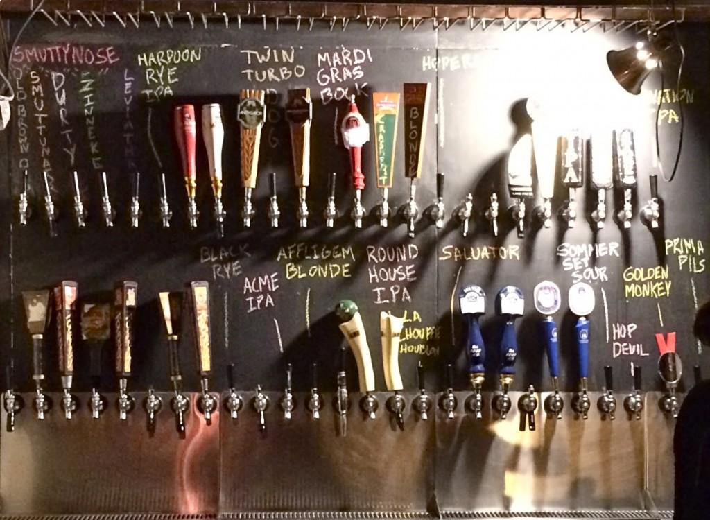 Quadro negro com as cervejas disponíveis