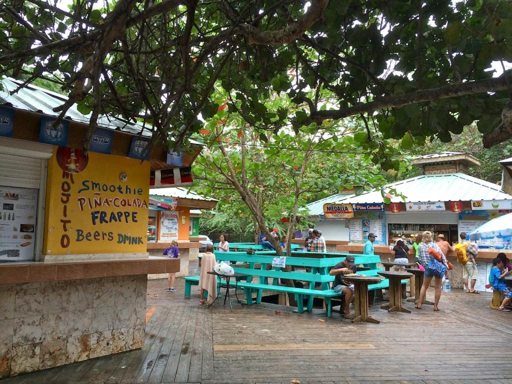Barzinhos na Playa Flamenco | Dá-lhe piña colada!