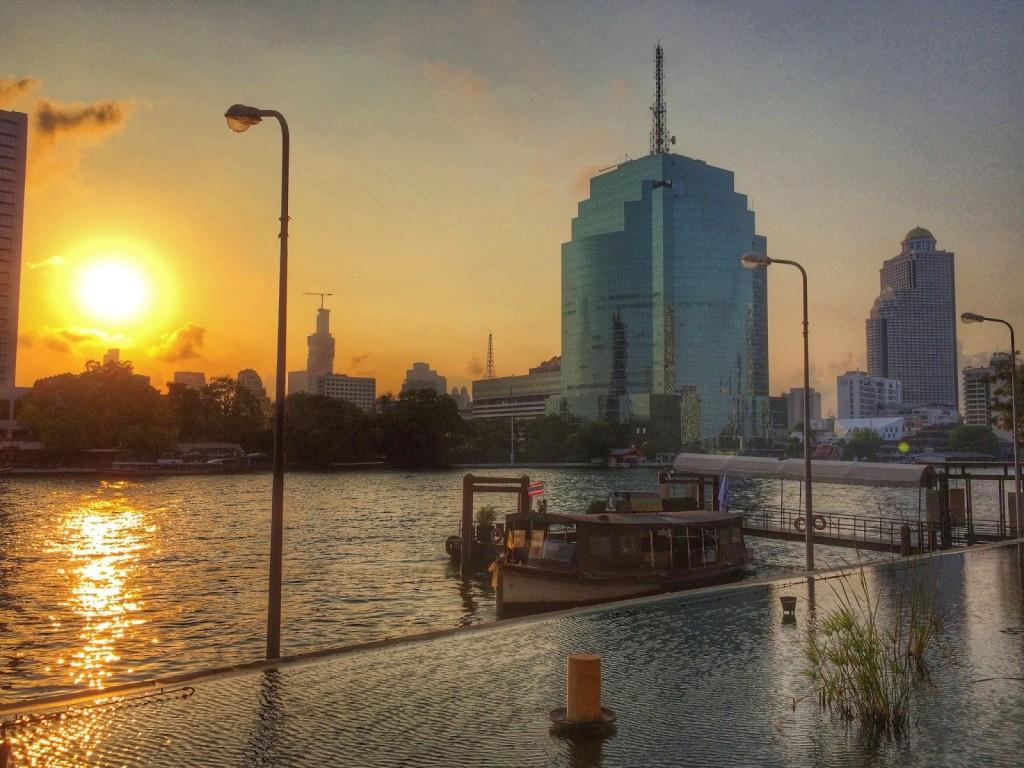Nascer do sol visto do Hilton Millennium bangkok