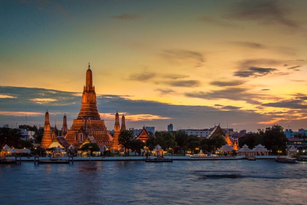 Wat Arun no por do sol e sem obras | foto: sinueserra.com
