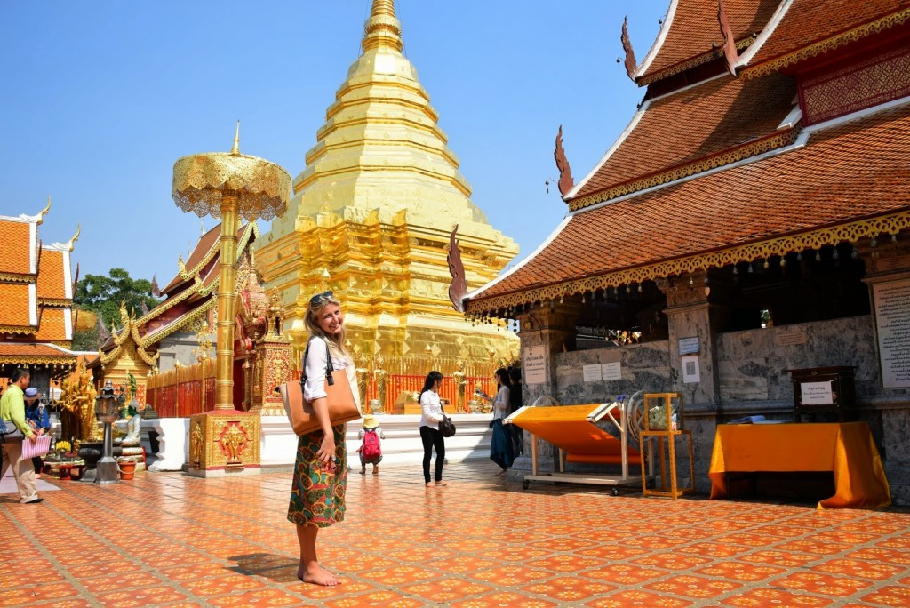 Templo Doi Suthep, Chiang Mai | Outra dica: leve MEIAS! Alguns templos ficam sob o sol quente... Meu pé estava queimando!!!