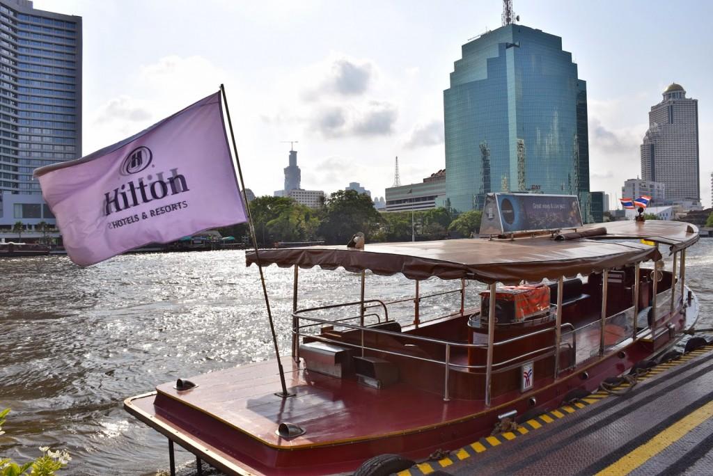 O barco gratuito do Hilton que faz o trajeto hotel-píer principal da Chao Phraya River Express Boats