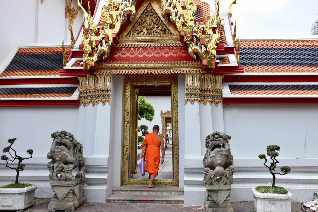 14monges budistas templo  buda reclinado dicas viagem tailandia
