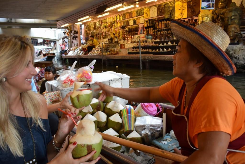 15Comidas tailandesas COCO coconut floating market bangkok 02