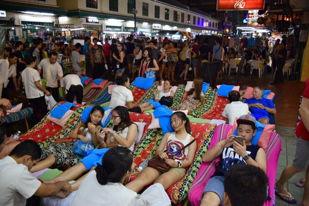 29 Khao San Road Bangkok - rua que nunca dorme - dicas de viagem Tailandia - massagem foot massage