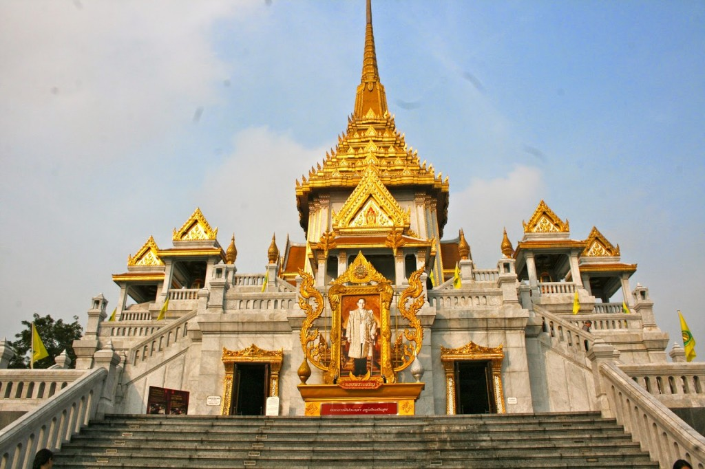 O templo Wat Traimit, que abriga o Golden Buddha (olha a foto do rei aí!)