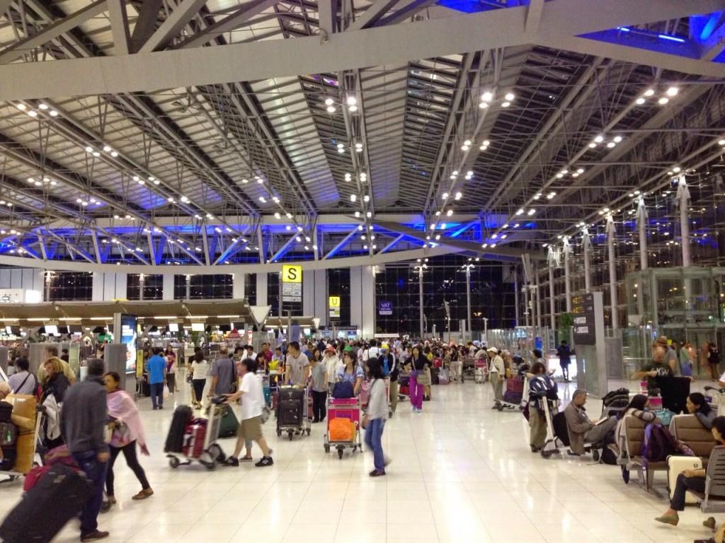 Área do check-in do aeroporto BKK em Bangkok