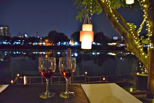 21 restaurant Deck 1 riverfront riverside ping river chiang mai tailandia
