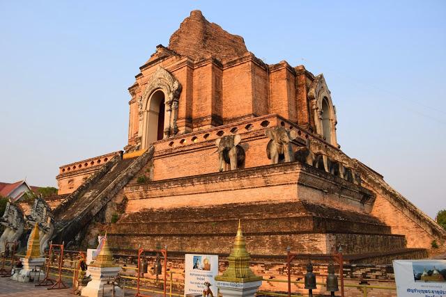 Wat Chedi Luang - templo chiang mai - tailandia