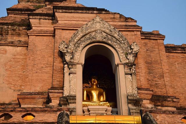 26 wat chedi luang old city temple - chiang mai tailandia