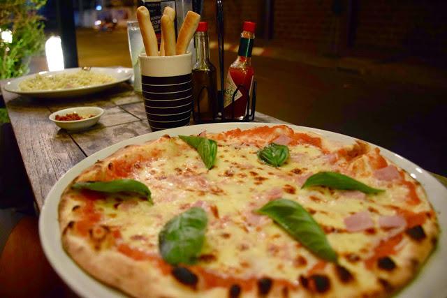 30 restaurant italian pizza girasole old city chiang mai tailandia