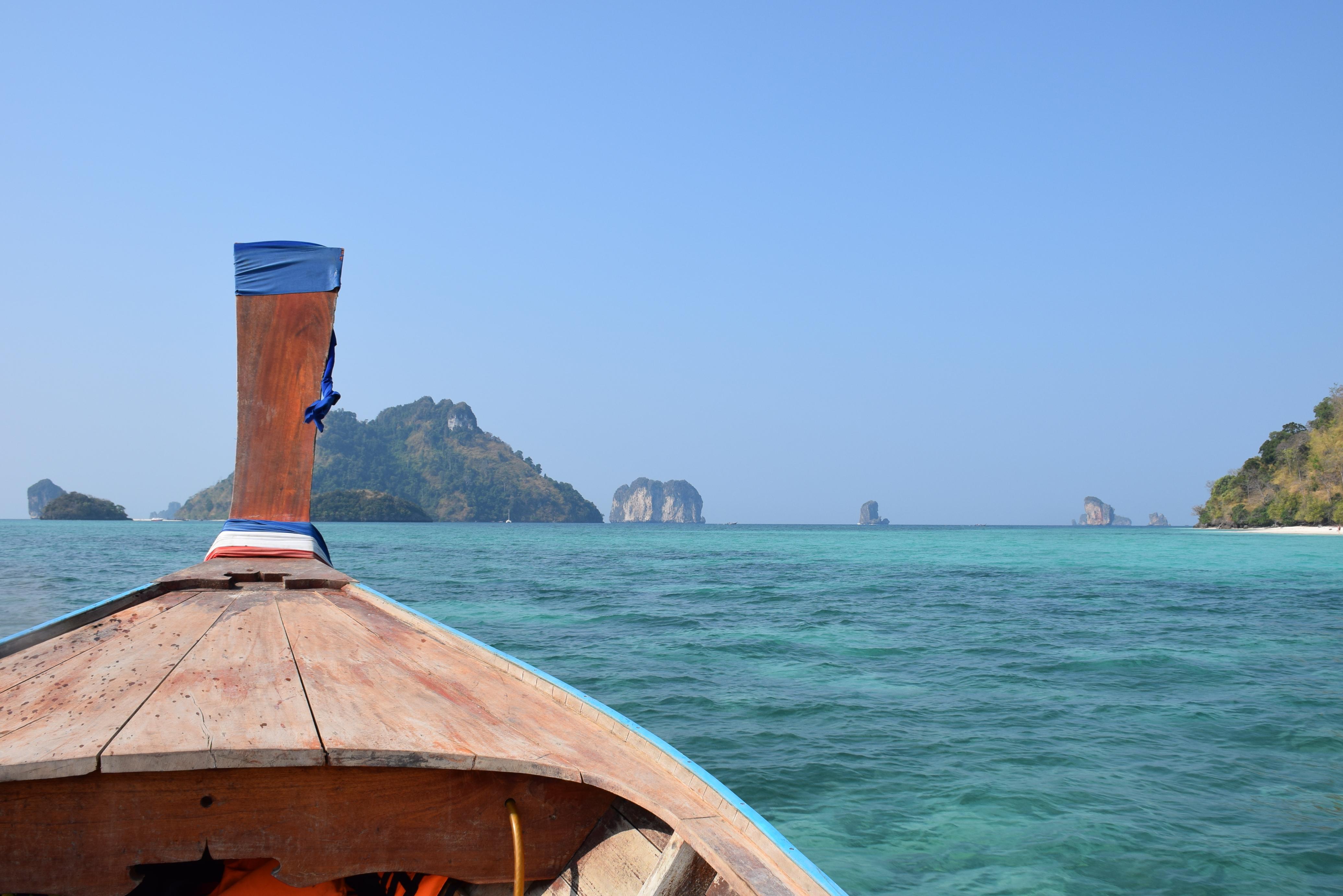 A caminho de Chicken e Poda Islands a bordo do nosso long tail boat!