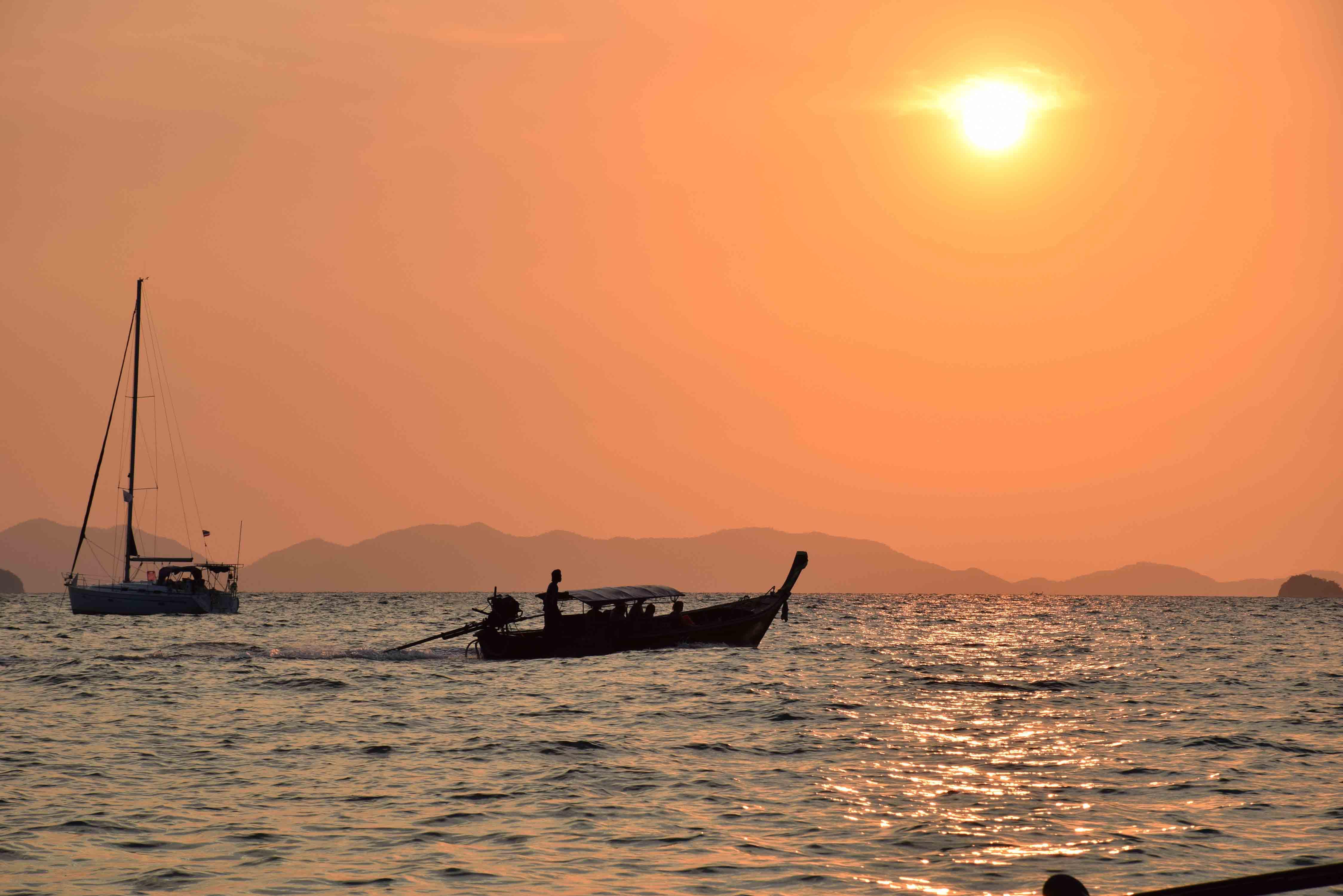 Por do sol na Phranang Beach