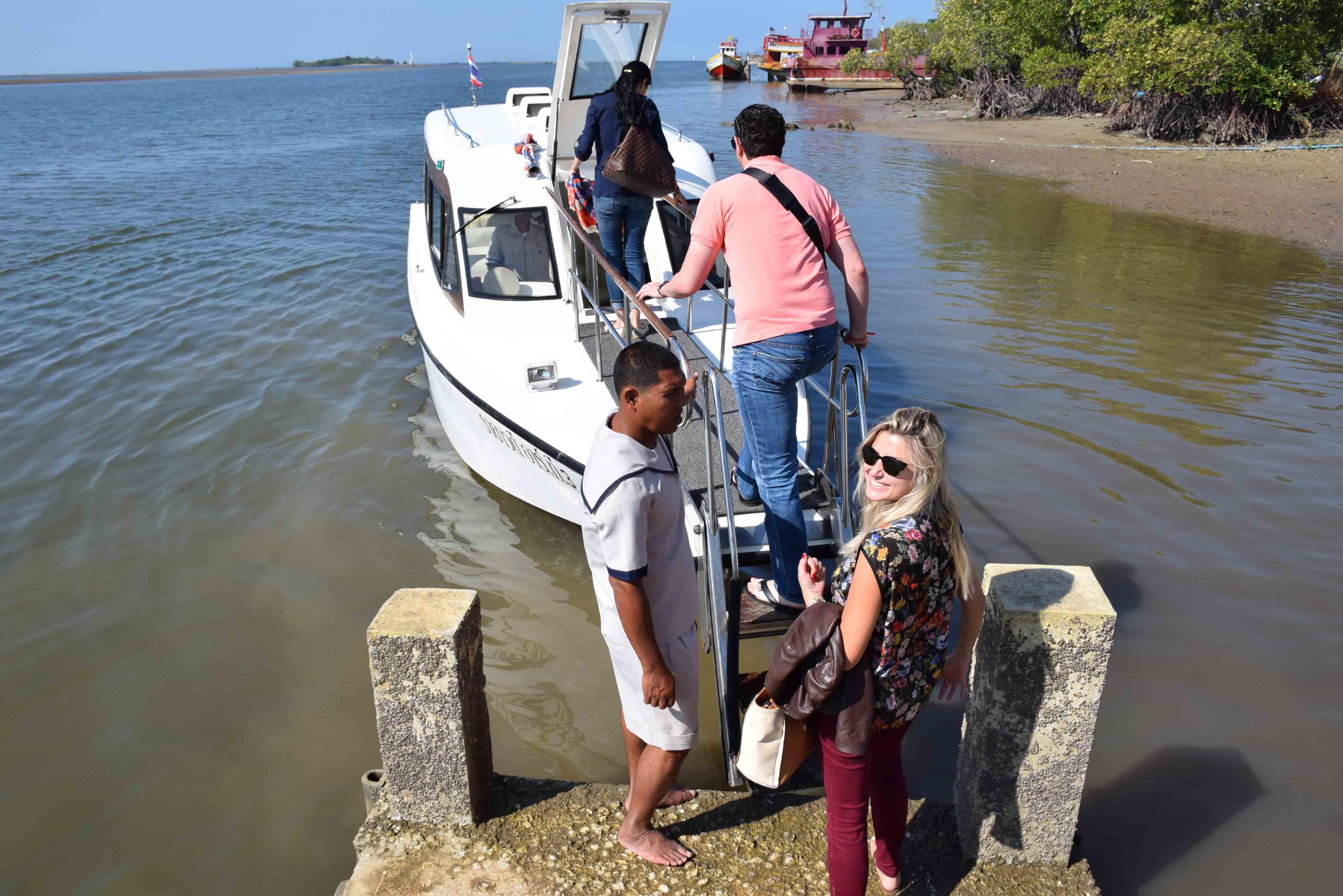 Píer de Krabi | entrando no barco para ir para o hotel!